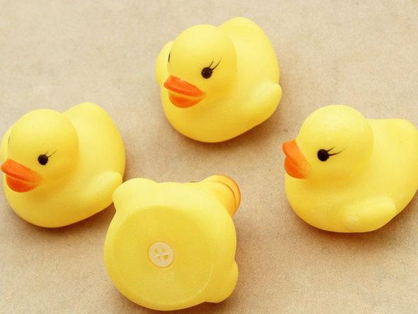 12x Quietsche Bade Ente Badeente Quietscheente Gummiente Entchen Kinder Baby Spielzeug Bad