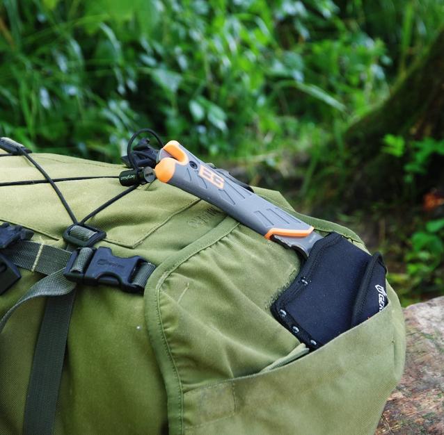 Gerber Bear Grylls Survival Axt Beil Camping Outdoor - Ideale Survivalaxt zum Abhacken von Ästen, Entrinden von Kleinholz