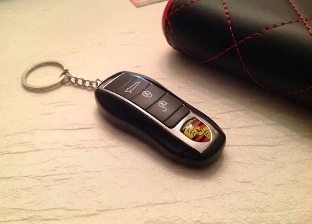 Porsche Auto Schlüssel als Feuerzeug - Sturmfeuerzeug - Auto